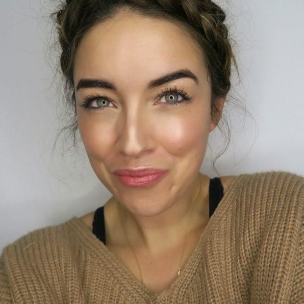 яркие брови и губы
