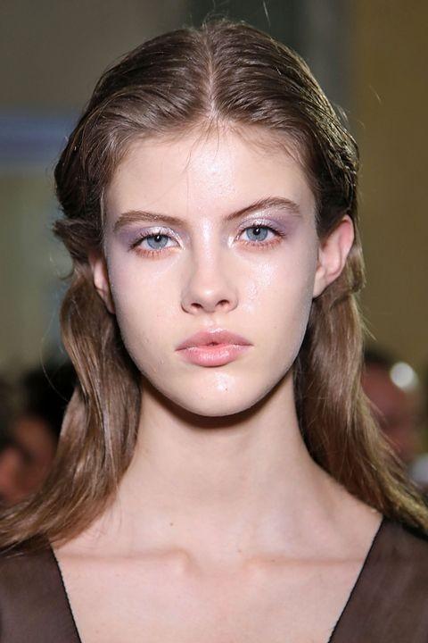 Модный макияж с металлическим эффектом лето 2019 фото новинки