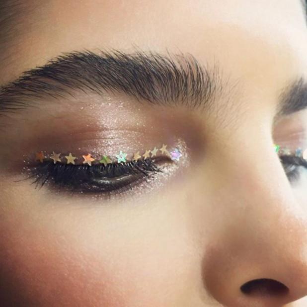 Модный макияжглиттерлето 2019 фото