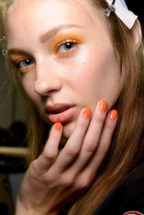 Модные тенденции летнего макияжа 2019 фото новинки