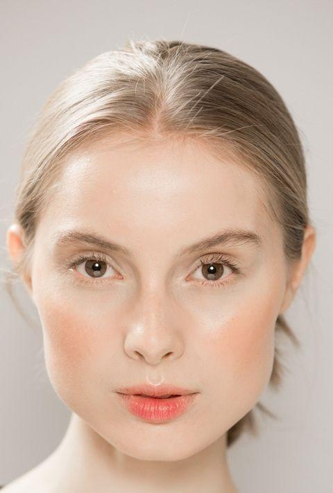 Модный макияж 2019 с коричневыми и бронзовыми оттенками лето 2019 фото новинки