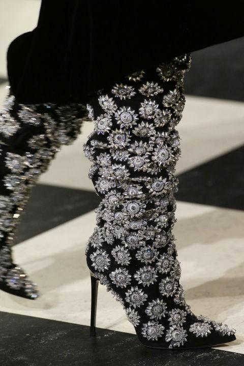 модные сапоги на шпильке