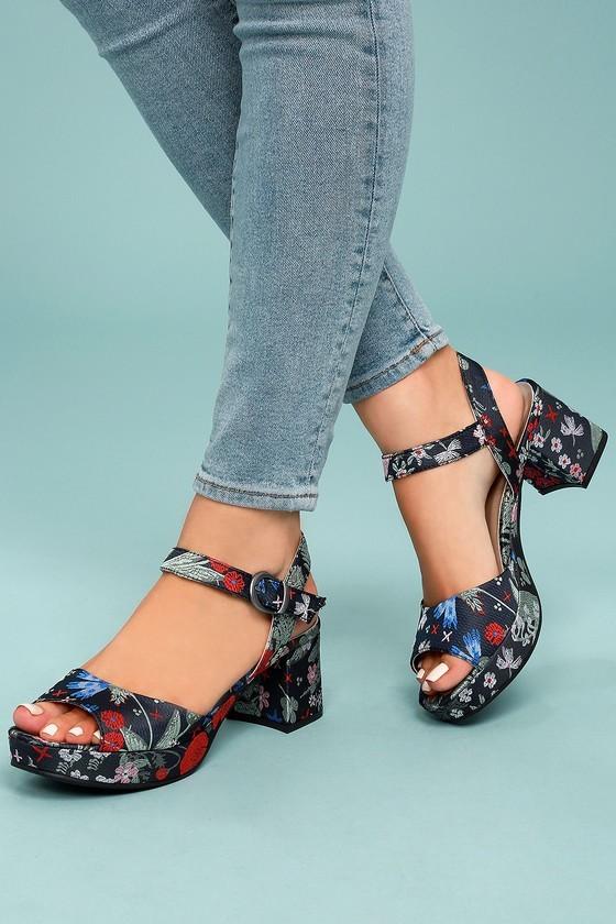 Модная обувь с ремешками 2020 фото новинки босоножки