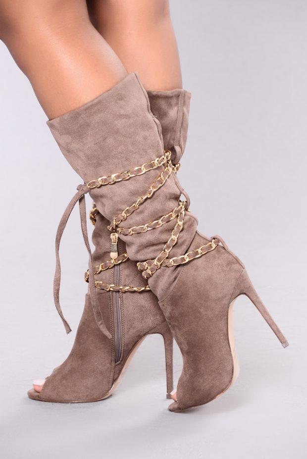Женские сапоги со шнуровкой