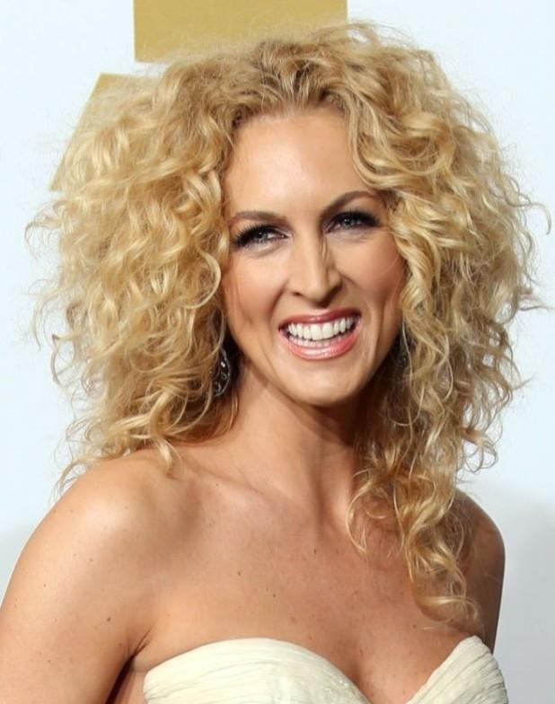 Модная покраска волос для «натуральных» блондинок на средние волосы