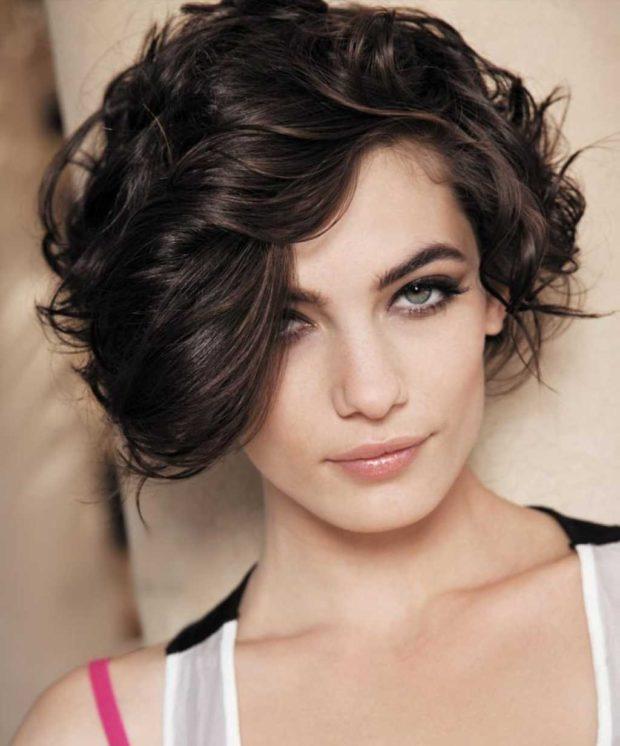Модное окрашивание коротких волос с шоколадным отливом