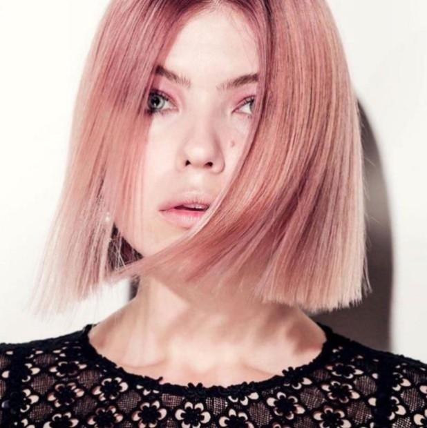 окрашивание коротких волос Клубничная блондинка»