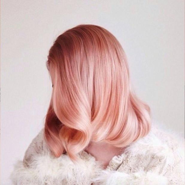окрашивание коротких волос Клубничная блондинка