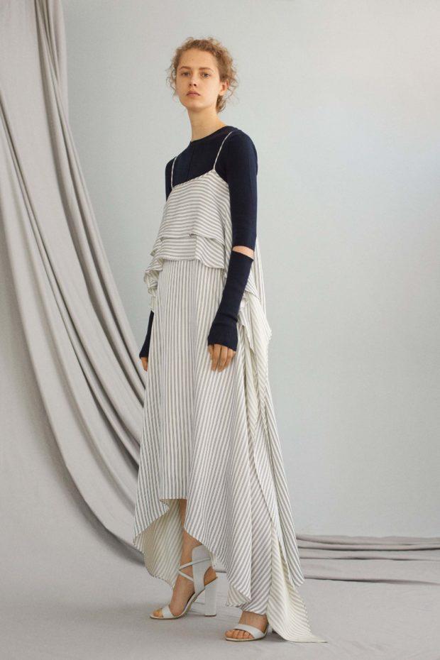 асимметричное платье под синюю кофту