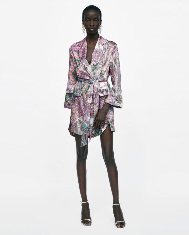 модные луки: платье рубашка с принтом