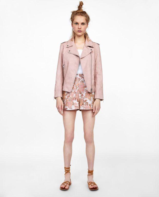 модные луки: розовая куртка косуха