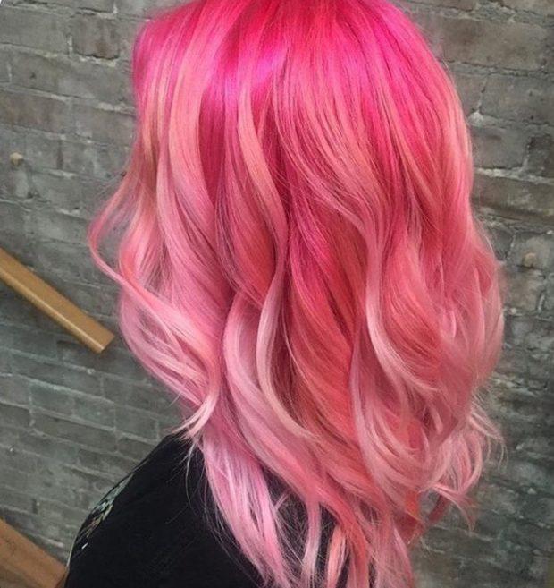 Модное необычное окрашивание с розовыми и лиловыми отливами на длинные волосы 2018-2019 фото