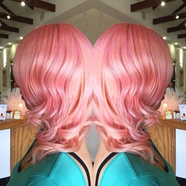 Модное необычное окрашивание с лиловыми отливами на длинные волосы 2018-2019 фото
