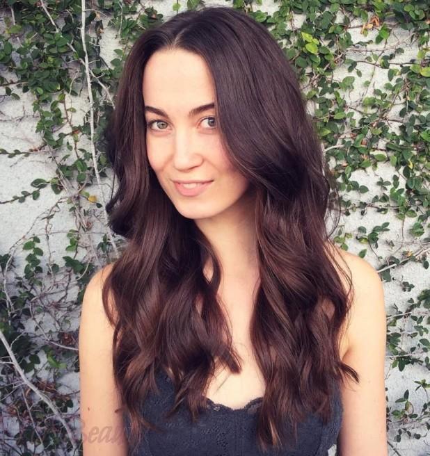 Модное окрашивание в многогранно-темный цвет на длинные волосы 2018 фото