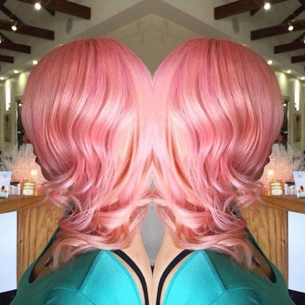 Модное окрашивание на короткие волосы: с розовыми отливами фото