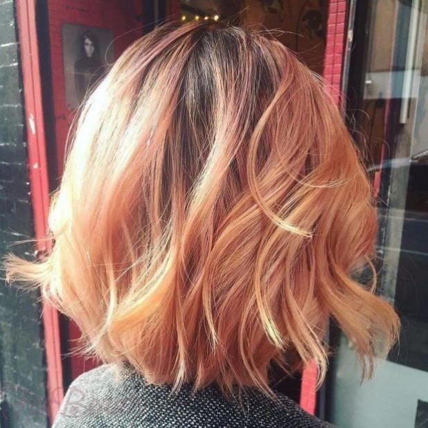 Модное окрашивание волос «Клубничная блондинка» 2018 году на короткие волосы фото