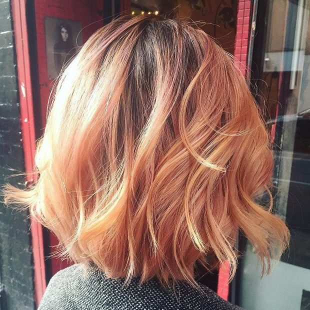 Модное окрашивание коротких волос «Клубничная блондинка» фото