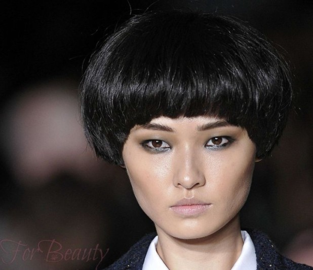 стильная стрижка «Сессун» на средние волосы с челкой 2018-2019 фото