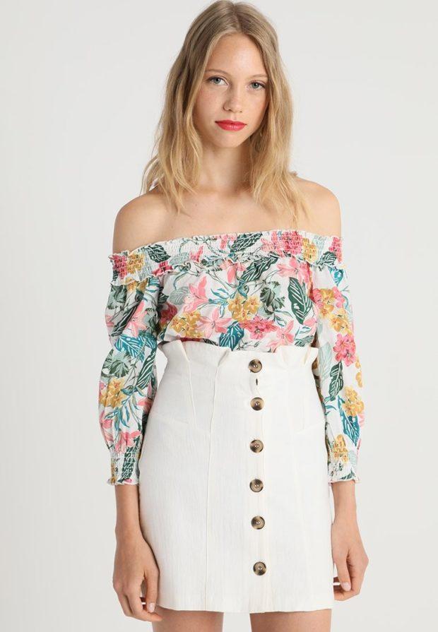 Модные цветочная блузки с открытыми плечами 2018-2019