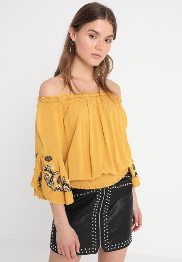 Модная желтая блузка с открытыми плечами 2018-2019