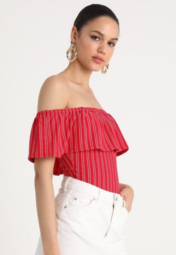 Модные красная блузки с открытыми плечами 2018-2019