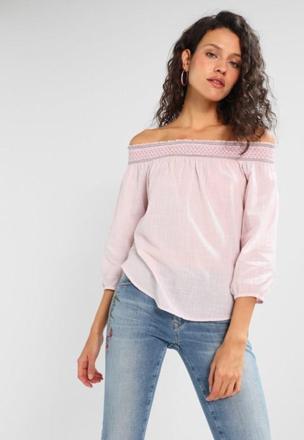 Модные розовая блузки с открытыми плечами 2018-2019