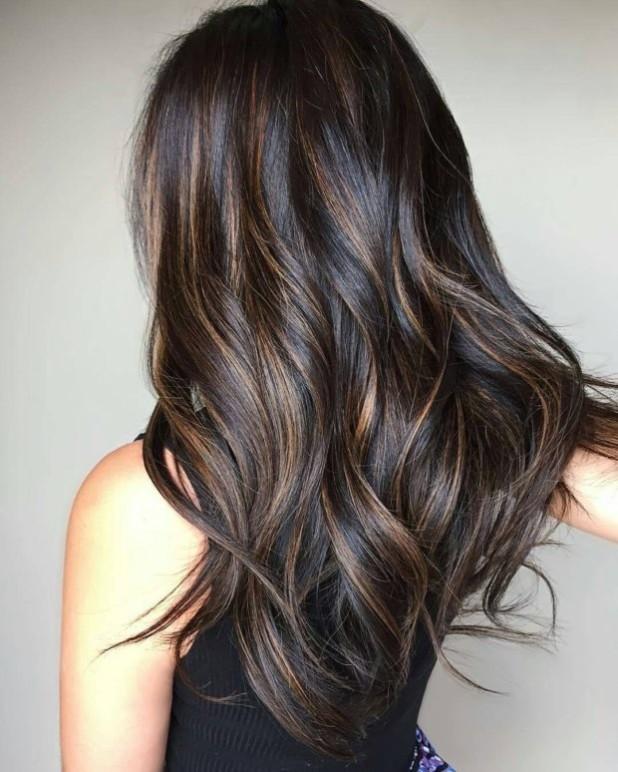 Окрашиваниебалаяжсредней длины волос