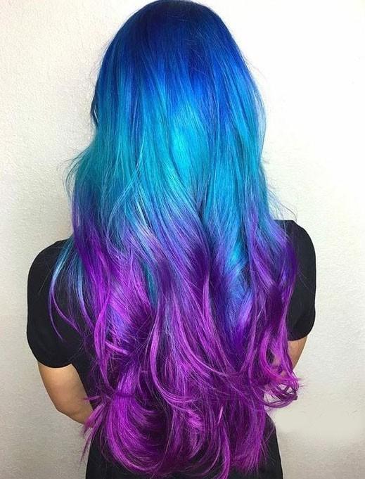 стильное окрашивание в голубой цвет на длинные волосы 2018-2019 фото