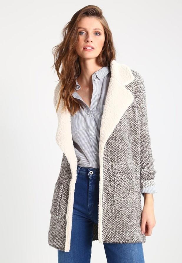 Пальто 2018-2019 года: женское стильное с меховой отделкой