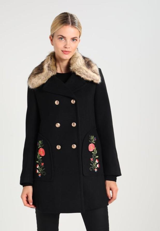 пальто: Женское черное с мехом
