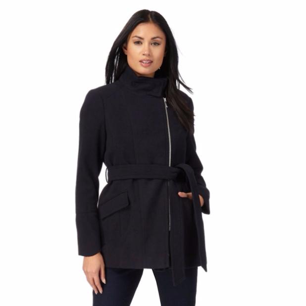 пальто: Женское черное на молнии