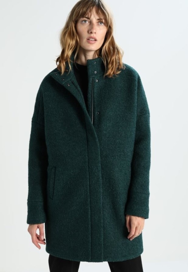 пальто модные тенденции: Женское в стиле Оверсайз короткое