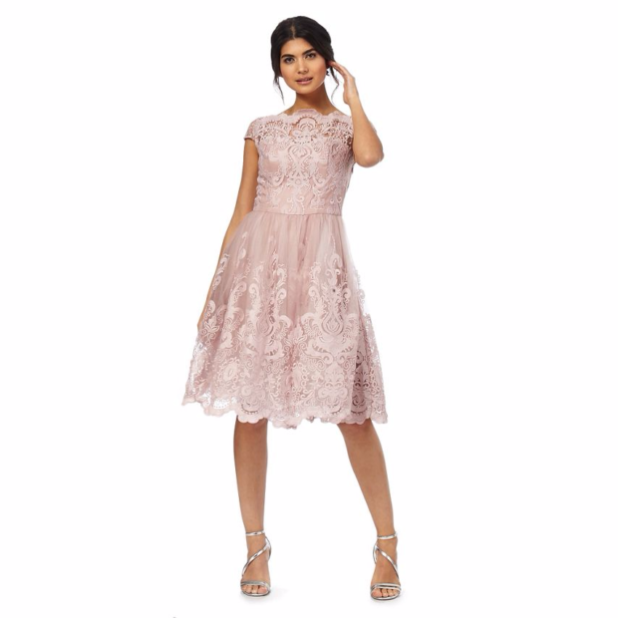 модные платья: красивые кружевные