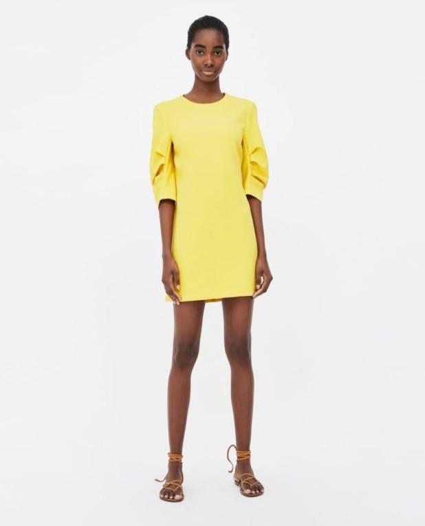 платья 2018-2019 года модные тенденции: желтое мини