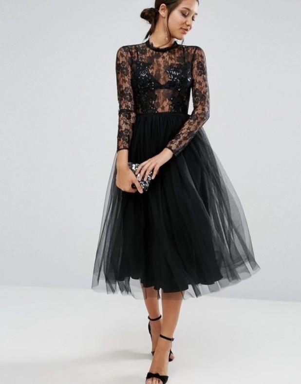 модные платья: черное кружевное