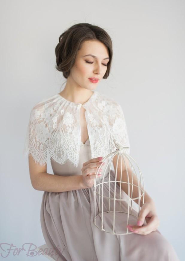 Модное белое платье с накидкой 2018