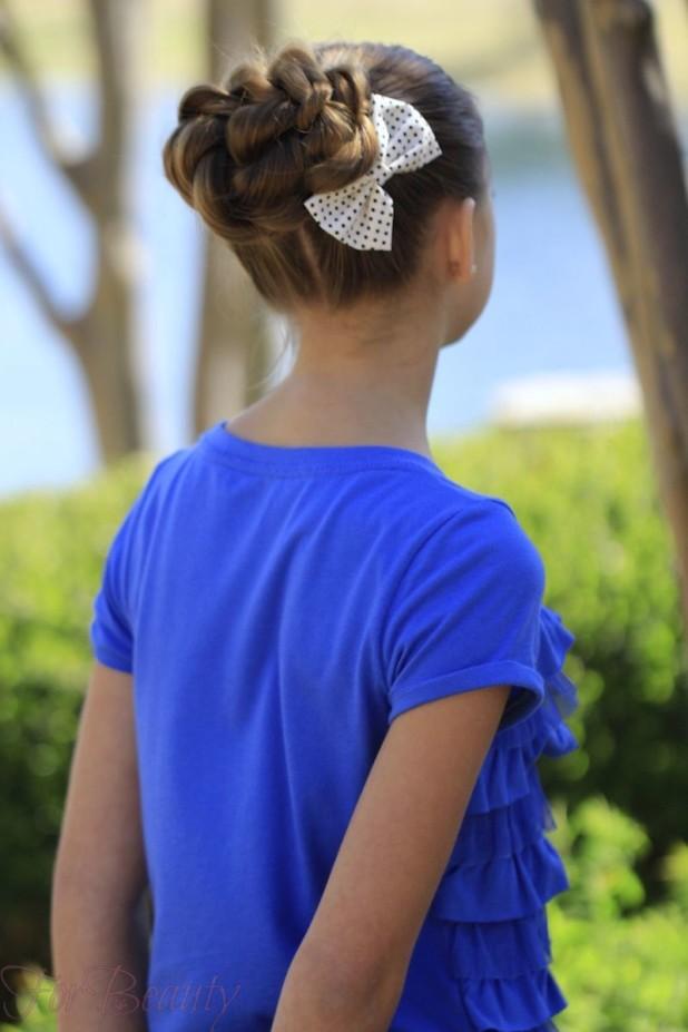 Бантики в пучках на 1 сентября для девочек