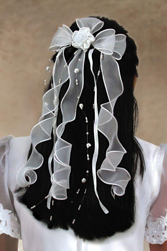Спиральные кудри с бантами на 1 сентября для девочек фото