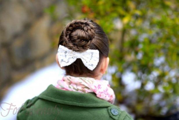 Бантики в пучках на 1 сентября для девочек фото