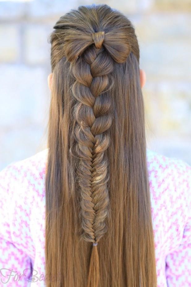 Прическа «Бантик из волос» на 1 сентября для девочек фото