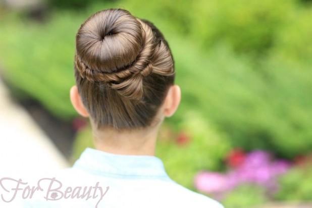модная прическа «Бантик из волос» на 1 сентября для девочек