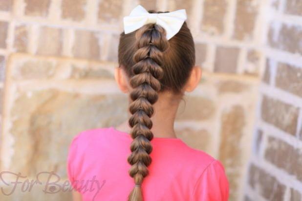 Прическа «Французская коса с хвостика» на 1 сентября для девочек фото
