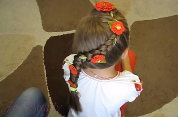 бант в косе на 1 сентября для девочек