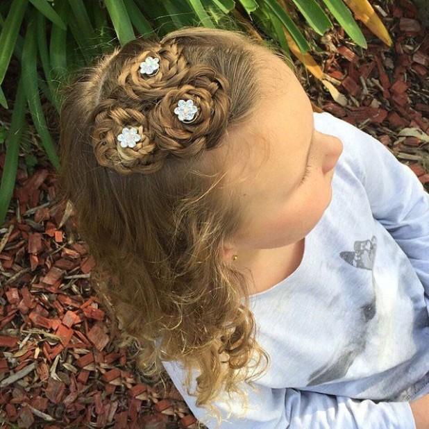 красивая причёска «распущенные волосы» на 1 сентября на длинные волосы фото