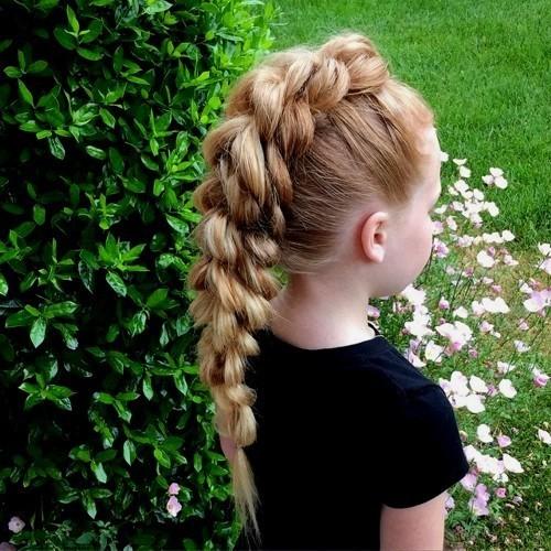 Модная причёска «французская коса» на 1 сентября на длинные волосы фото