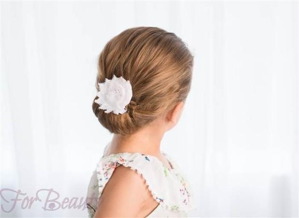Модная причёска «Пучок» на 1 сентября на длинные волосы фото