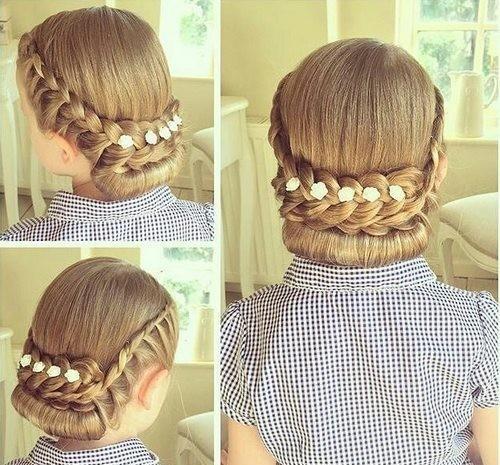 Модная причёска «Греческая» на 1 сентября на длинные волосы фото