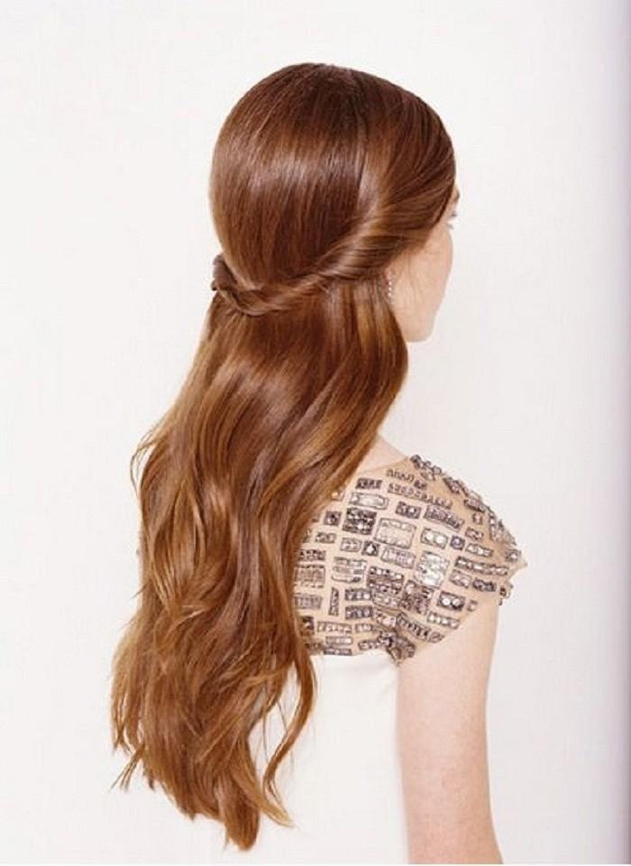причёска «распущенные волосы» на 1 сентября на длинные волосы