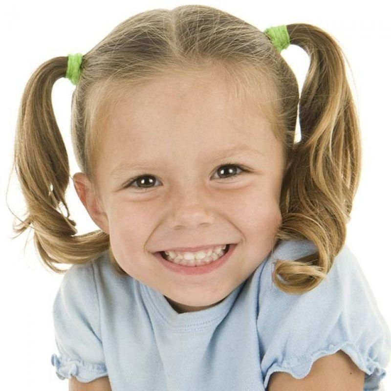 причёска «хвостики» на 1 сентября на длинные волосы