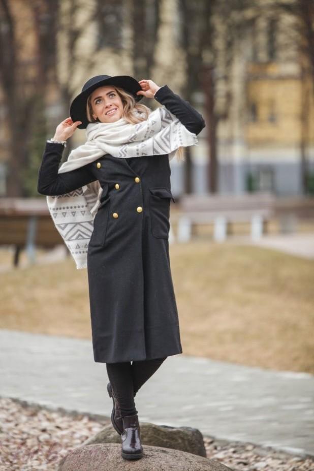 стильное пальто с шарфом